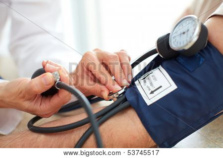 blood_pressure_measuring_doctor_patient_health_care_cg5p3745517c